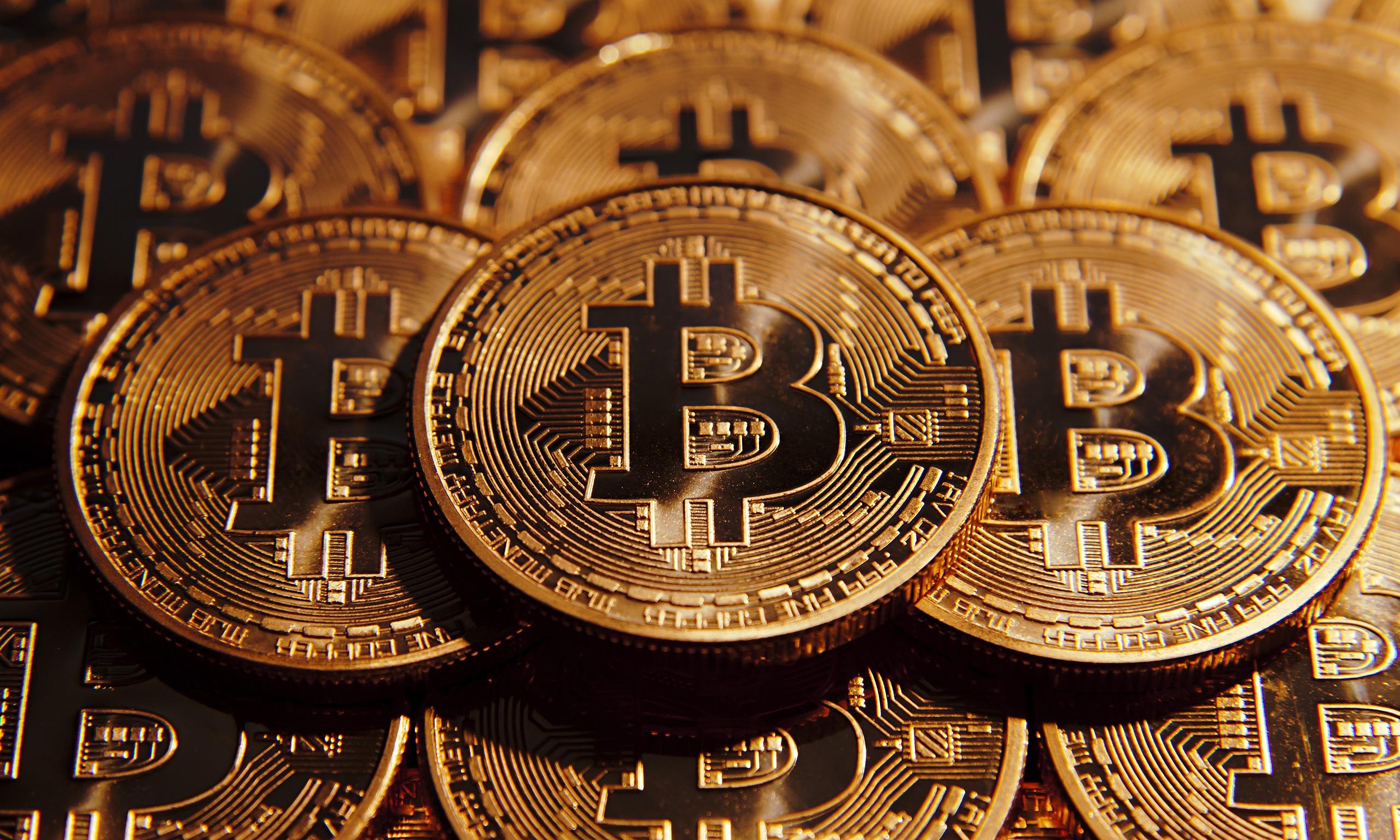 Новый рекорд— цена Bitcoin поднялась выше 12 тыс. долларов