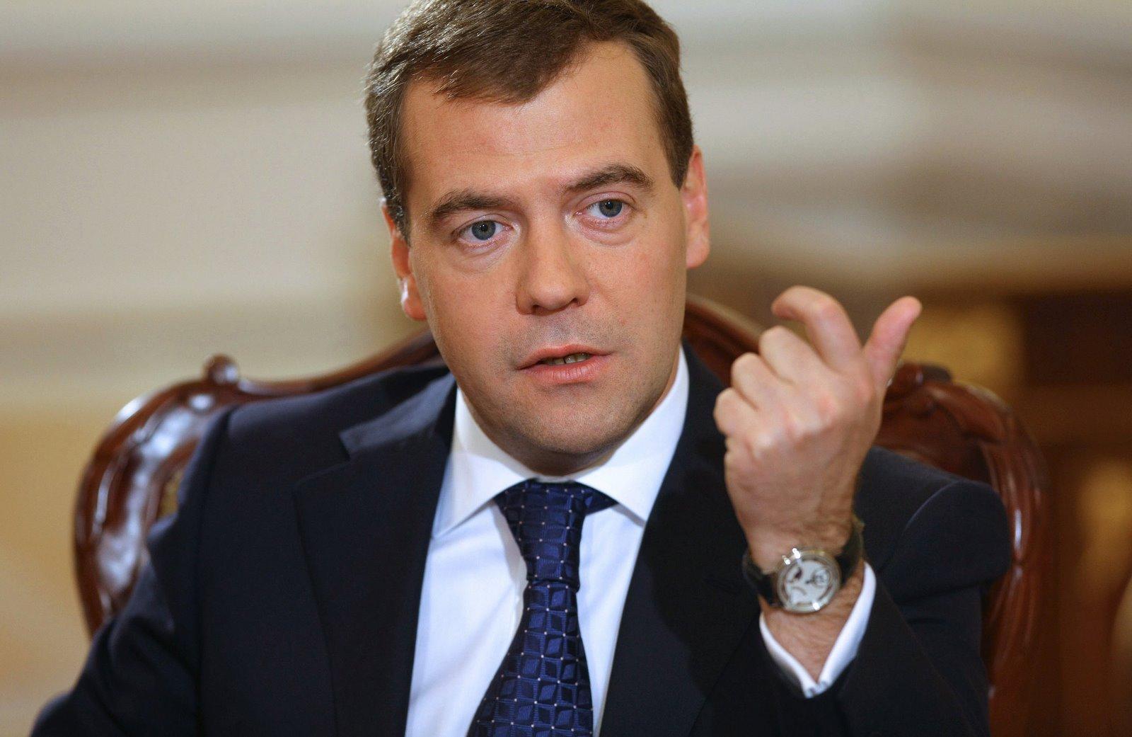 Медведев предложил поразмыслить осудьбе налога надвижимое имущество